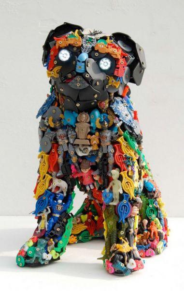 sculptures en jouets recycl s at. Black Bedroom Furniture Sets. Home Design Ideas